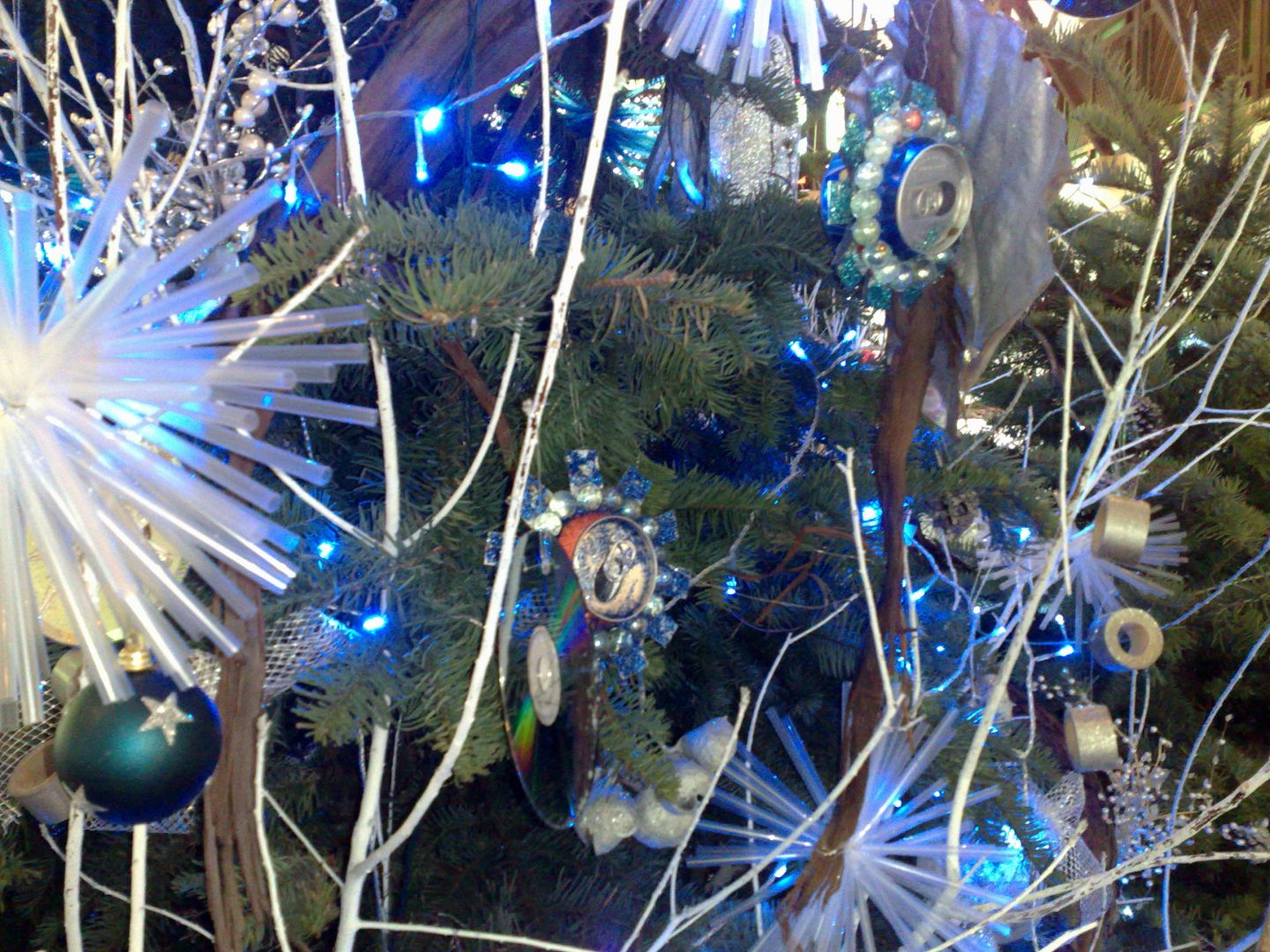 Christmas Decor Made From Recycled Materials : Christmas tree dressed in recycled materials zit seng s